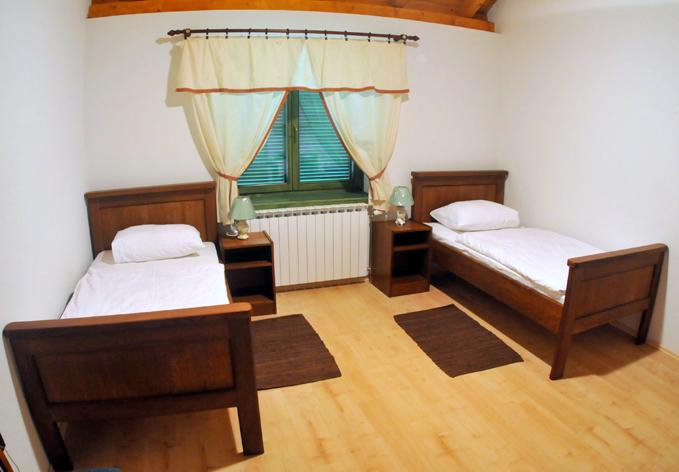 Selectbox_Lovačka_kuća_Sokolovac1_Hrvatska_679x472px.jpg