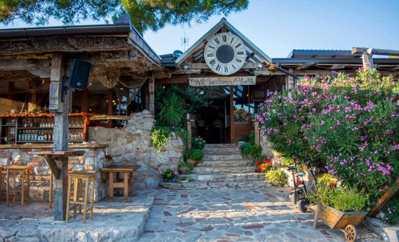 darilni_paketi_restoran_mali_raj_camp_simuni_1