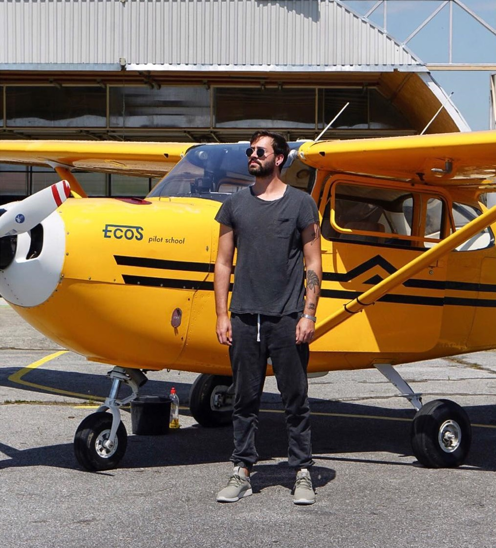Let avionom